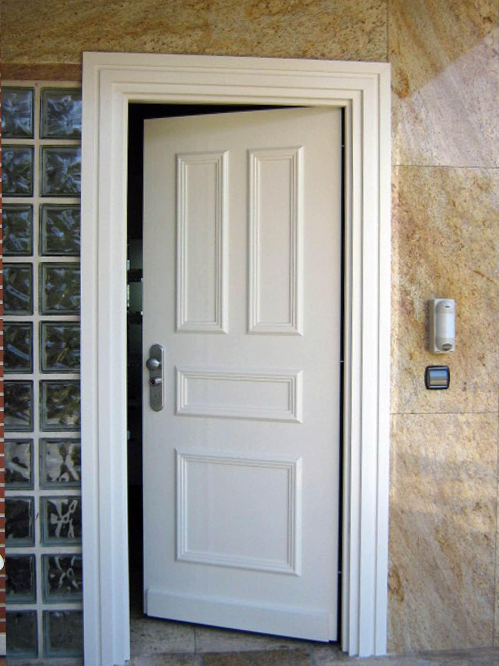 Cuanto cuesta una puerta acorazada latest puerta - Cuanto vale lacar una puerta ...
