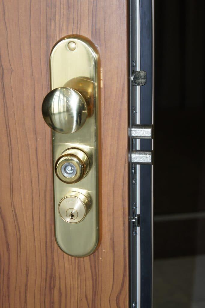 Puertas de seguridad con llave de servicio - Cerradura seguridad puerta ...