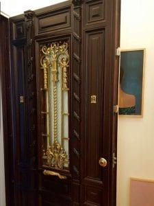 Puerta blindada con decoración especial